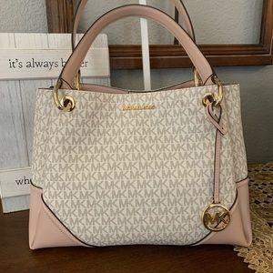 New Mk shoulder bag 💞💞 vanilla / pink